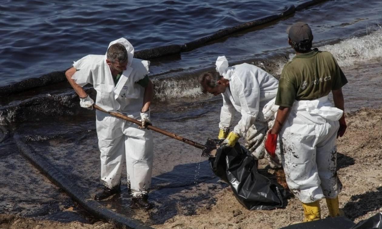 Ολοκληρώνεται ο καθαρισμός των ακτών του Σαρωνικού - Ποια η κατάσταση στις παραλίες