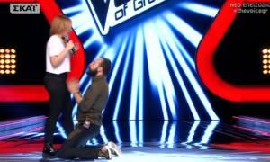 The Voice: Έπεσε στα πόδια της ο Μουζουράκης και έριξε χυλόπιτα στον Ρουβά