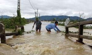 Βιετνάμ: 37 νεκροί και 40 αγνοούμενοι από πλημμύρες και κατολισθήσεις