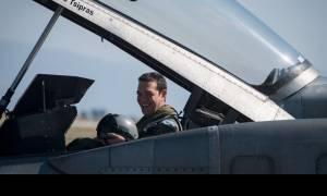 Άγριο τρολάρισμα της ΚΝΕ για την πτήση του Τσίπρα - «Τράβα μαλλί ανεβαίνουμε» (video)
