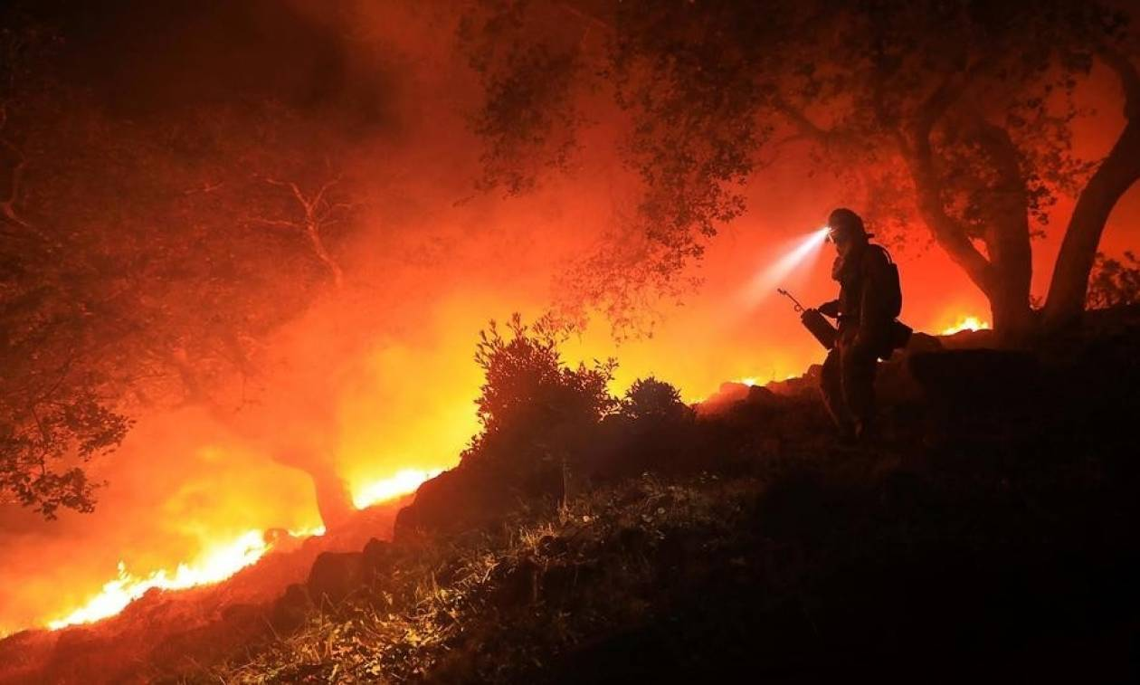 Πύρινη κόλαση στην Καλιφόρνια: Τουλάχιστον 26 νεκροί και εκατοντάδες αγνοούμενοι (vid)