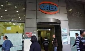 ΟΑΕΔ: Πληρώνονται οι 23.000 ωφελούμενοι του προγράμματος voucher 29-64