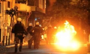 Εξάρχεια: Επιθέσεις με μολότοφ εναντίον διμοιριών των ΜΑΤ