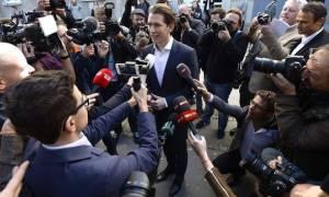 Αυστρία - Η «σκιά» της ακροδεξιάς πάνω από την Ευρώπη: «Σάρωσε» το κόμμα του Κουρτς