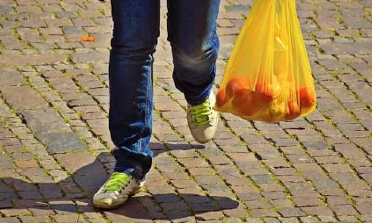 Διαβάστε πόσο θα κοστίζει η πλαστική σακούλα το 2018 και το 2019