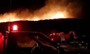 Δύσκολη νύχτα στην Εύβοια – Μαίνεται η πυρκαγιά στη Σέτα