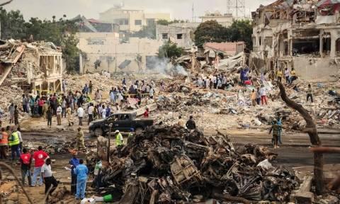 Σομαλία: Πάνω από 200 οι νεκροί από την έκρηξη του παγιδευμένου οχήματος στο Μογκαντίσου (pics+vid)