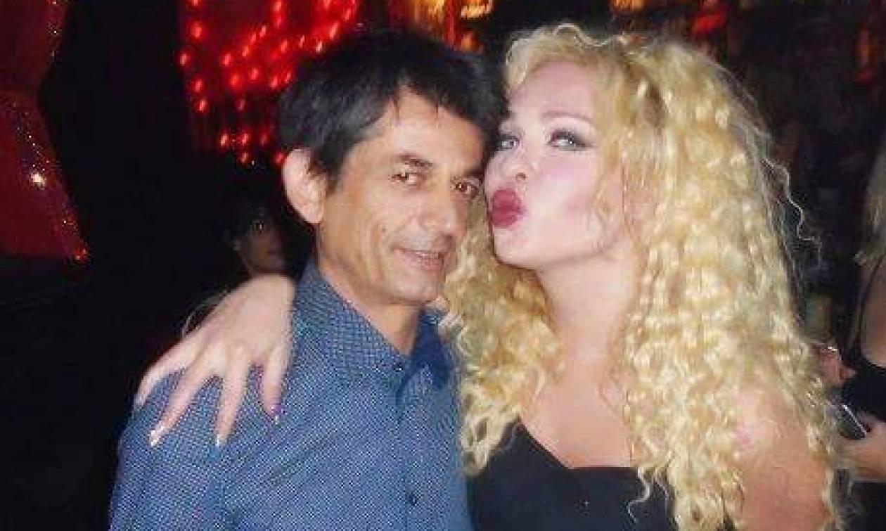 Νίκος Καρανίκας: Ο σύμβουλος του Τσίπρα μετά το νομοσχέδιο για αλλαγή φύλου διασκεδάζει σε drag show