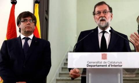 Καταλονία: Ασαφής η απάντηση Πουτζντεμόν σε Ραχόι για την ανεξαρτησία - Ζητά συνάντηση μαζί του