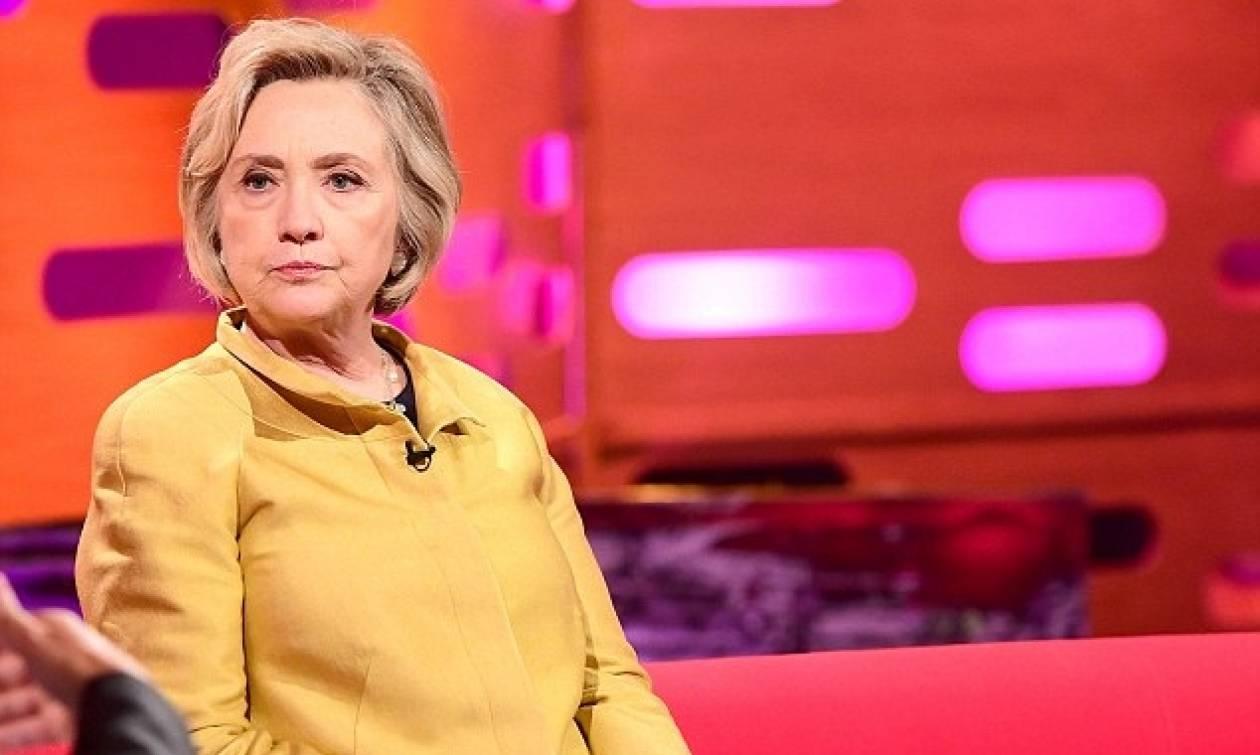 Το ατύχημα της Χίλαρι: Με ειδική μπότα σε εκπομπή του BBC! (pic)