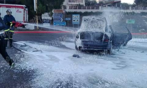 Παρολίγο τραγωδία στην Πρέβεζα: Αυτοκίνητο τυλίχτηκε στις φλόγες