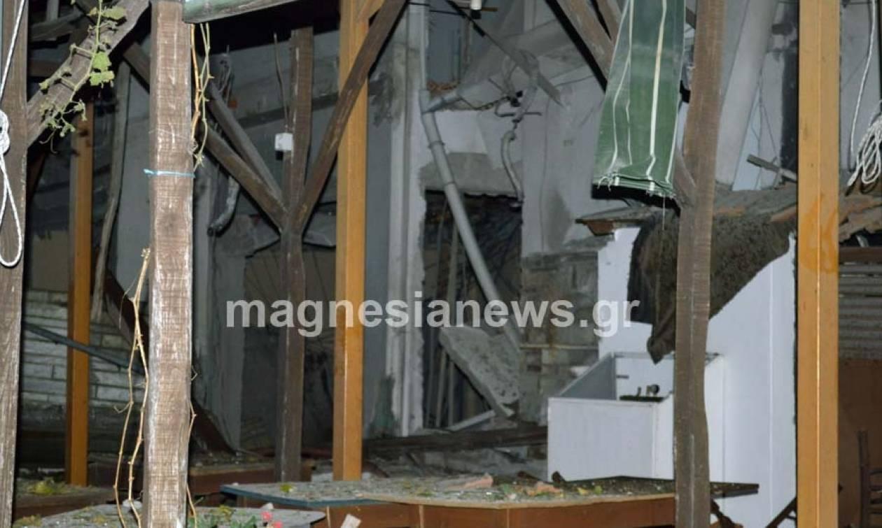 Βομβαρδισμένο τοπίο η Πορταριά: Ισοπεδώθηκε ταβέρνα από έκρηξη προπανίου (photos)