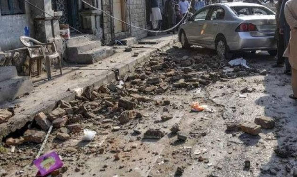 Βομβιστική επίθεση στο Πακιστάν: Δύο αστυνομικοί νεκροί