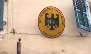 Κέρκυρα: Άγνωστοι κατέβασαν τη Γερμανική σημαία από το προξενείο!