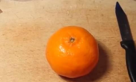 Πήρε ένα πορτοκάλι. Αυτό που έφτιαξε θα το κάνετε κι εσείς αμέσως (video)