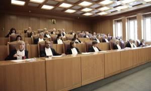 Στα «χαρακώματα» κυβέρνηση-Δικαιοσύνη για το πόθεν έσχες