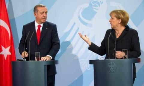 Σύνοδος Κορυφής: Η Μέρκελ έδωσε συγχαρητήρια στην Τουρκία για την διαχείριση του προσφυγικού