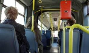 Κι όμως: Μην δίνετε τη θέση σας στους ηλικιωμένους στα μέσα μεταφοράς!
