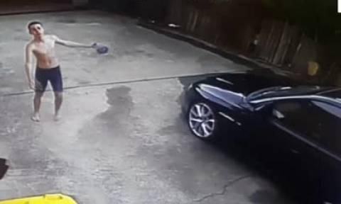 Πιτσιρικάς πλένει το αυτοκίνητο του μπαμπά και... ρίχνει το διαδίκτυο. Δείτε γιατί... (video)