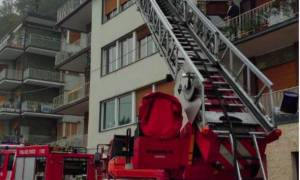 Τραγωδία: Έβαλε φωτιά στο σπίτι και αυτοκτόνησε - Νεκρές οι τρεις κόρες του (vid)