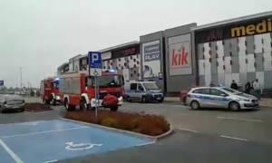 Πανικός σε εμπορικό κέντρο: Μία γυναίκα νεκρή και οκτώ τραυματίες από επίθεση με μαχαίρι (vid)