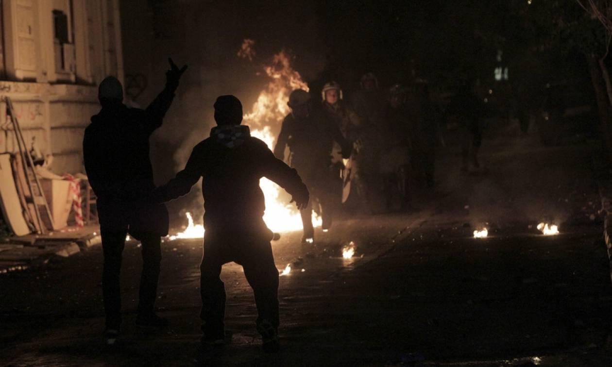 Εξάρχεια: Επίθεση με βόμβες μολότoφ σε αστυνομικούς