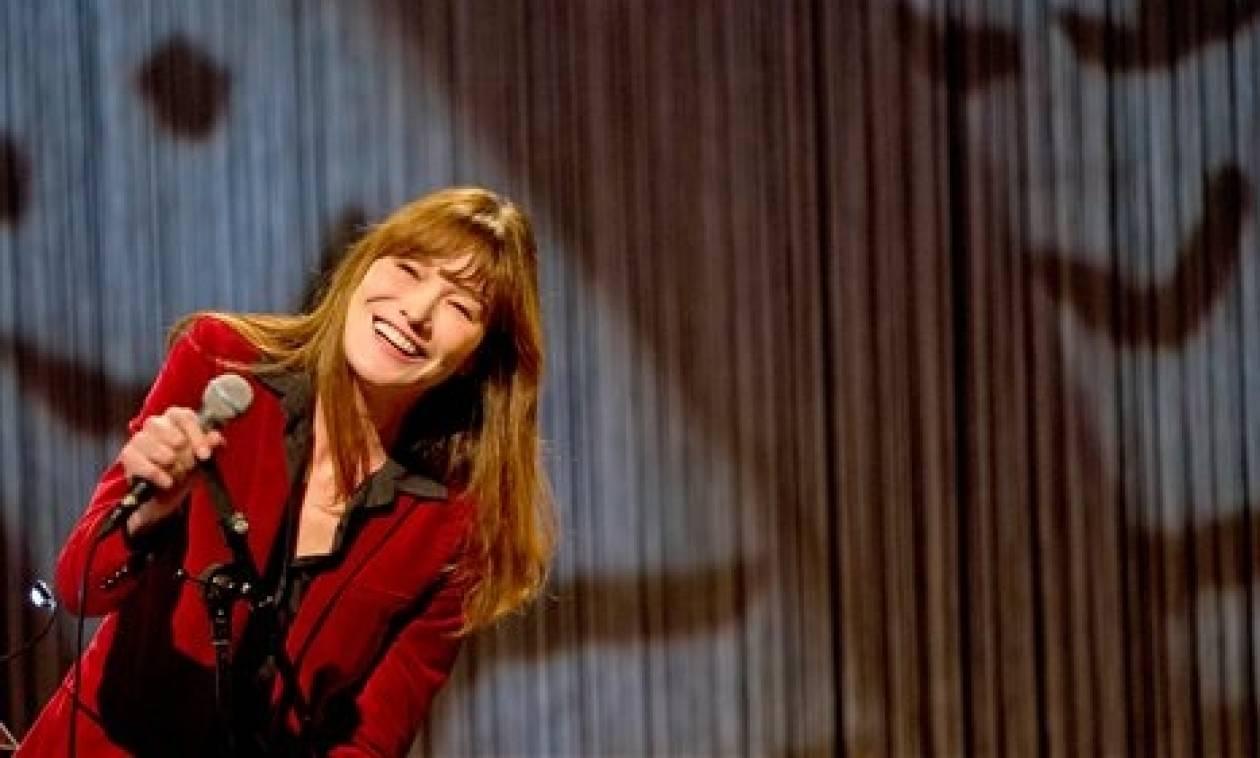 Κάρλα Μπρούνι: Αισθάνομαι πολύ κοντά στην Ελλάδα