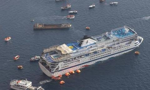 Shipping minister orders the recovery of sunken cruise ship 'Sea Diamond' in Santorini