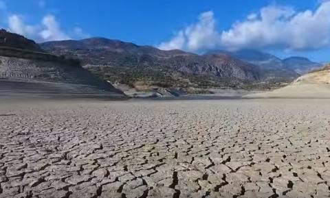 Εικόνες Σαχάρας στην Κρήτη: Το άλλοτε πλούσιο Φράγμα Φανερωμένης έγινε… έρημος! (video)