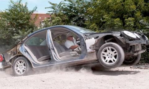 Τι παθαίνει ένα αυτοκίνητο όταν πέφτει σε λακκούβα;
