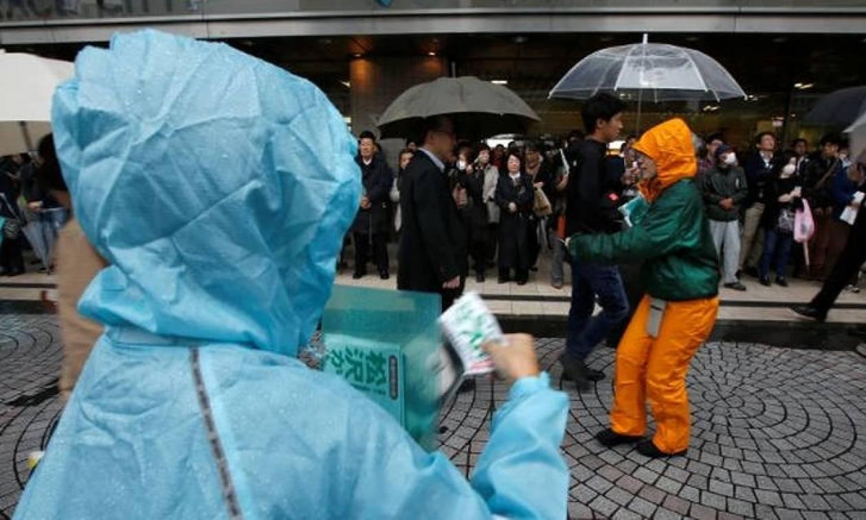 Εκλογές Ιαπωνία: Υπό βροχή άνοιξαν τα εκλογικά κέντρα της χώρας