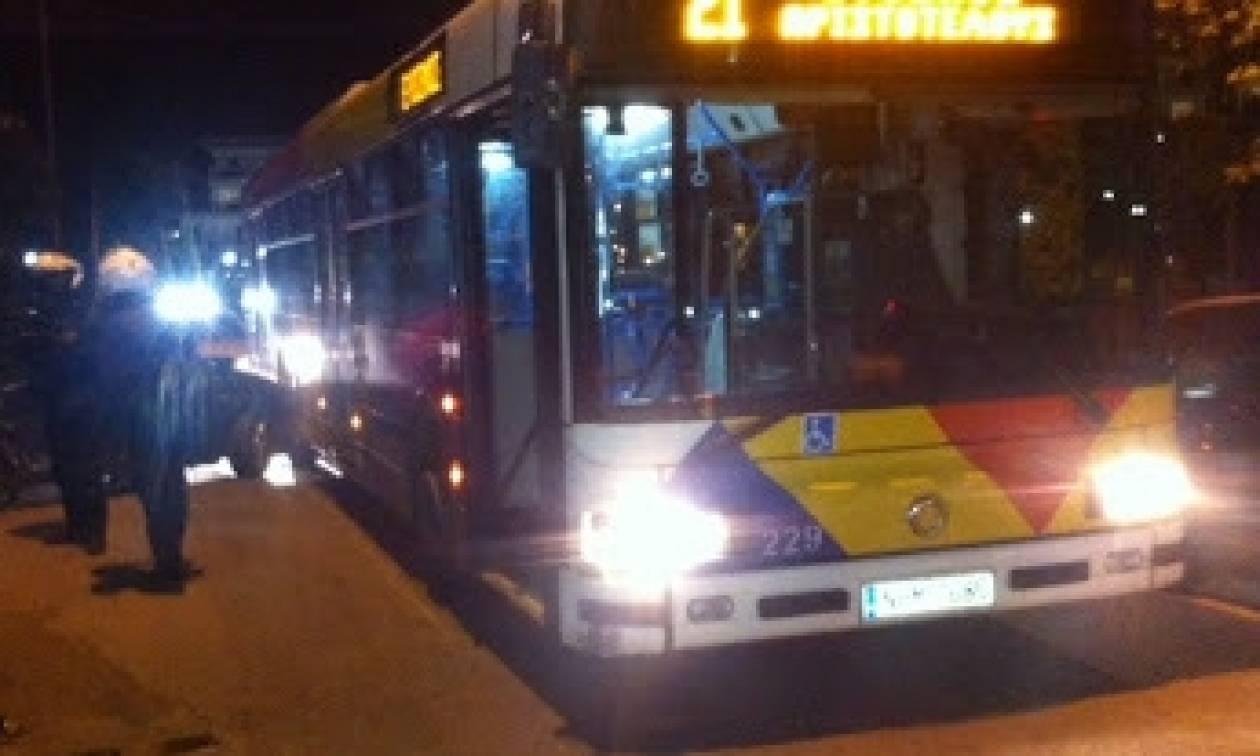 Θεσσαλονίκη: Άγνωστοι πέταξαν πέτρες σε λεωφορείο του ΟΑΣΘ μπροστά στο ΑΠΘ (pics)
