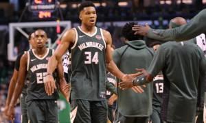 NBA: Η συγκινητική αφιέρωση του Αντετοκούνμπο στον πατέρα του (photo)