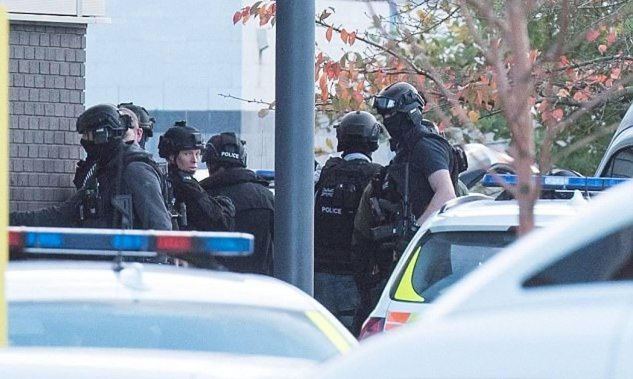 Έληξε η κατάσταση ομηρίας στη Βρετανία - Συνελήφθη ο δράστης (vid)