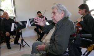 Στο πατρικό του στο Γαλατά ο Μίκης Θεοδωράκης
