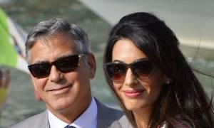 Η Amal Clooney έκανε την πιο σέξι της εμφάνιση ως μητέρα