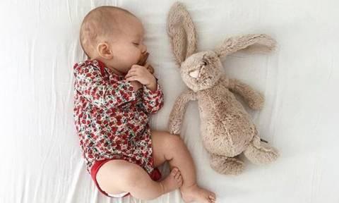 Για ποιους λόγους τα μωρά ξυπνούν τη νύχτα και τι να κάνετε