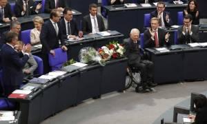 Καρέ-καρέ η «στέψη» του Σόιμπλε ως νέου προέδρου της Bundestag