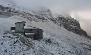 Καιρός LIVE: Το έστρωσε σε αρκετές περιοχές – Δείτε πού χιονίζει ΤΩΡΑ