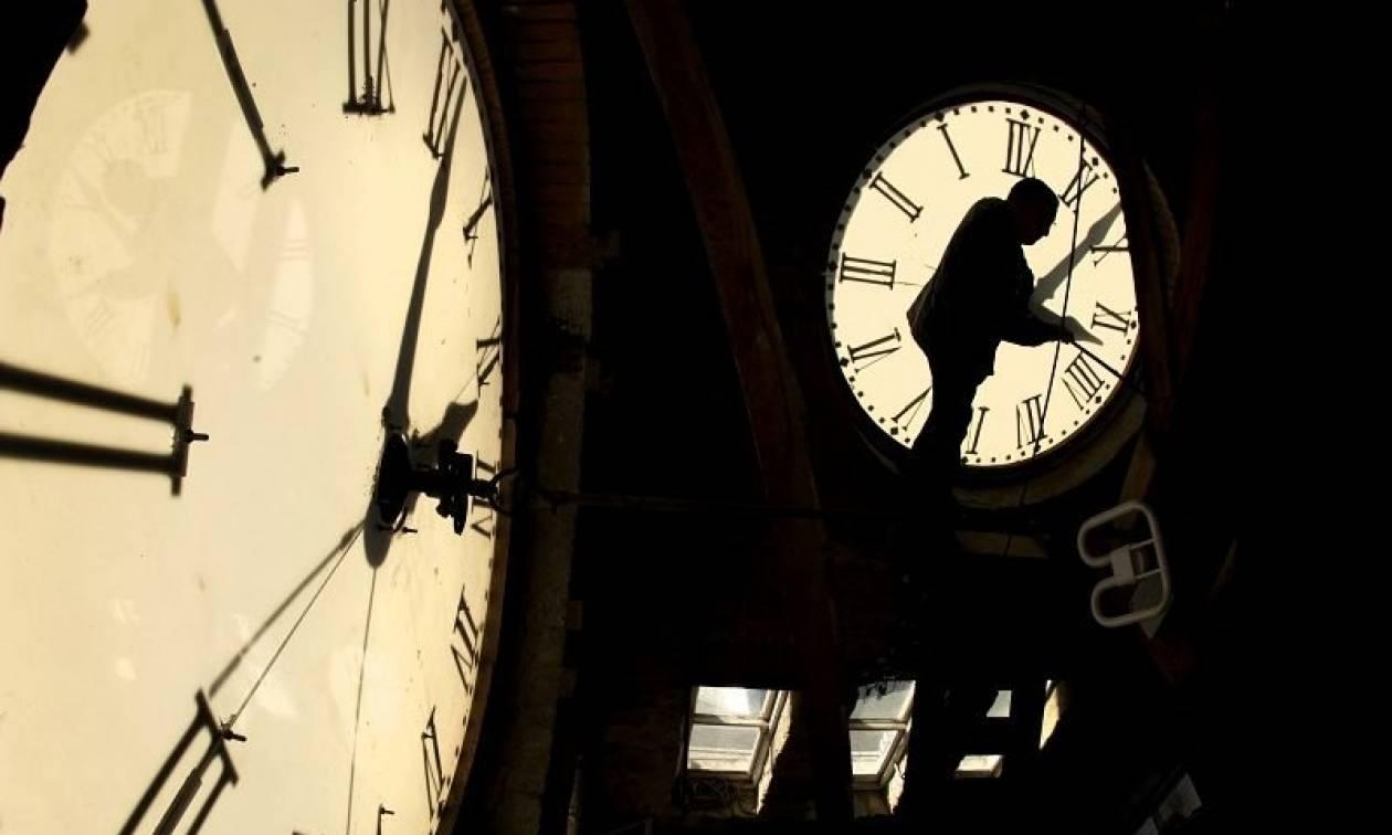 Αλλαγή ώρας σε χειμερινή: Πότε θα γυρίσουμε τα ρολόγια μας μία ώρα πίσω