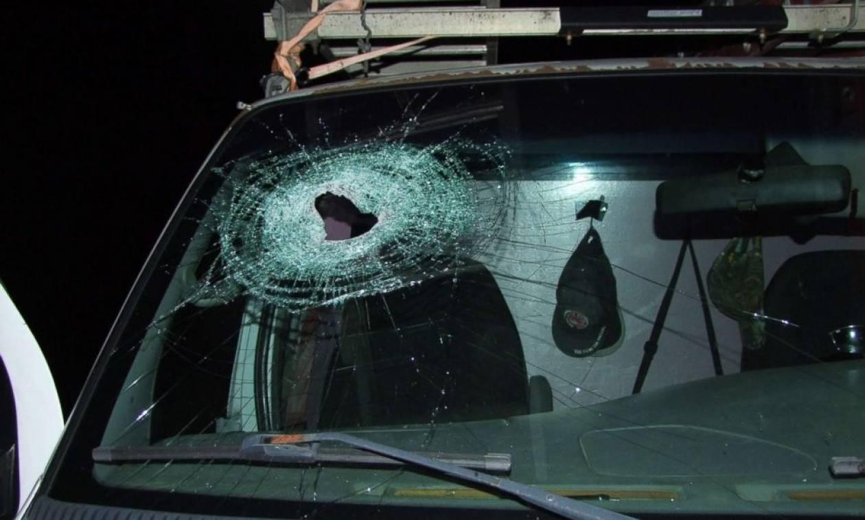 Αδιανόητο: Έφηβοι πέταξαν πέτρα από αερογέφυρα και σκότωσαν 32χρονο πατέρα