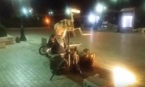 Δείτε βίντεο: Εδώ και κάποιες μέρες δεν «κοιμάται» κανείς στην Πάτρα εξαιτίας αυτού του... τύπου!