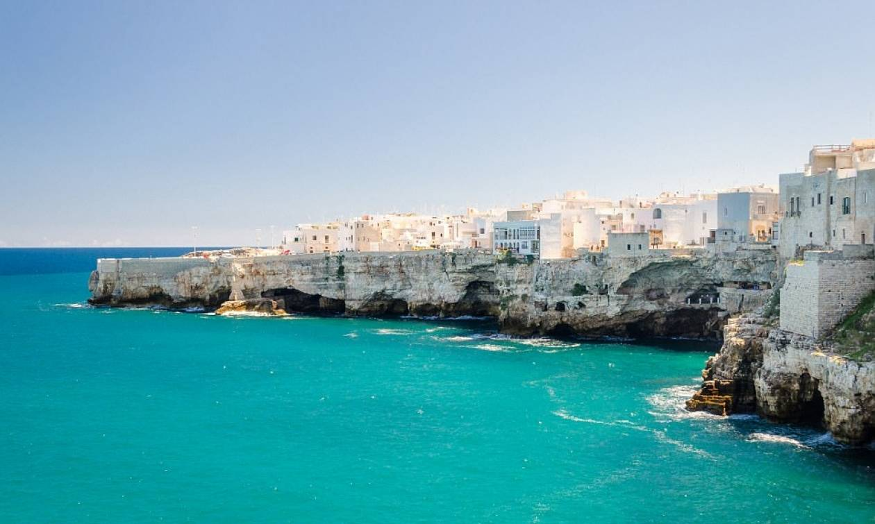 Ιταλική πόλη δίνει 2.000 ευρώ σε όποιον θέλει να εγκατασταθεί εκεί! (pics)