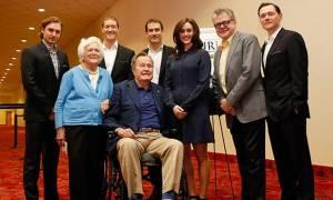 ΗΠΑ: Ηθοποιός καταγγέλλει παρενόχληση από τον πρώην πρόεδρο Τζορτζ Μπους