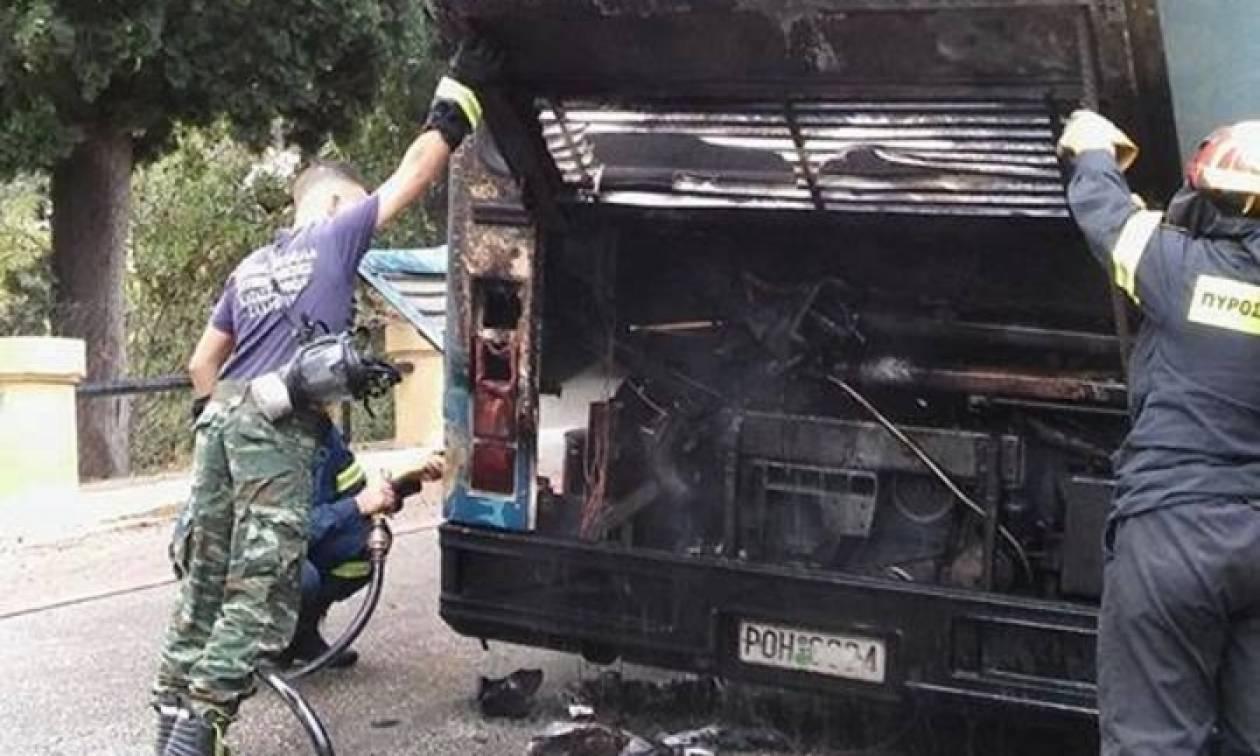 Τρόμος για μαθητές στη Ρόδο: Σχολικό λεωφορείο τυλίχθηκε στις φλόγες (pics)