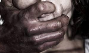 Ινδία: Βίασε γυναίκα στο δρόμο και οι περαστικοί βιντεοσκοπούσαν τη φρίκη
