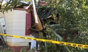Τραγωδία: Καθόταν στον καναπέ, έπεσε πάνω της δέντρο και τη σκότωσε