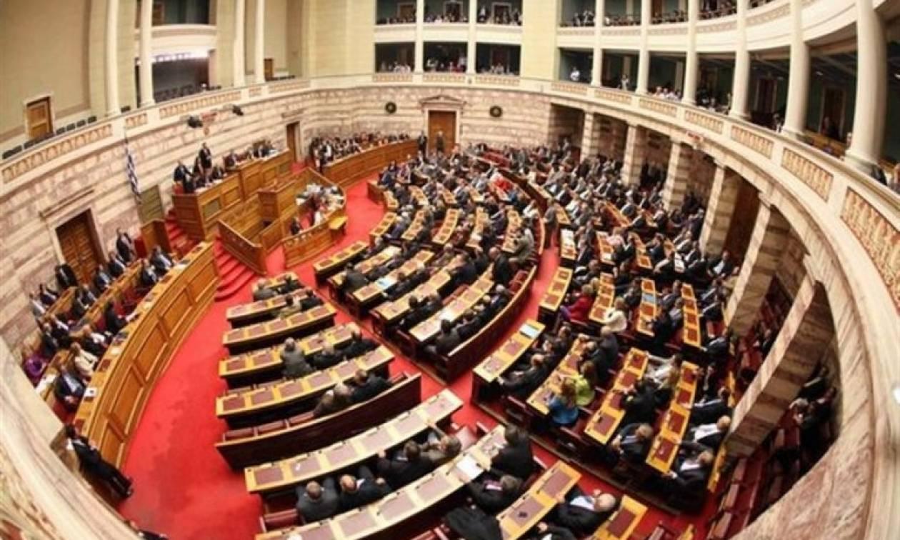 Ανάσα 1 δισ. ευρώ στα δημόσια έσοδα και «χτύπημα» στον παράνομο τζόγο από το νομοσχέδιο για τα VLTs