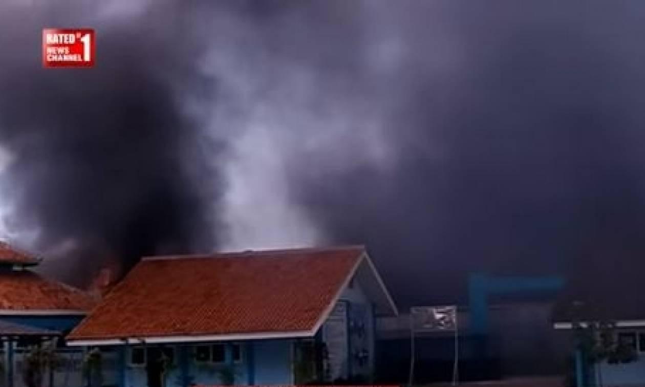 Ινδονησία: 27 νεκροί από έκρηξη και φωτιά σε εργοστάσιο πυροτεχνημάτων (vid)