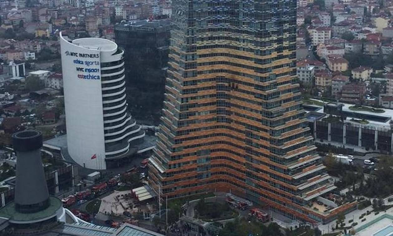 Φωτιά σε ουρανοξύστη στην Κωνσταντινούπολη (vid)